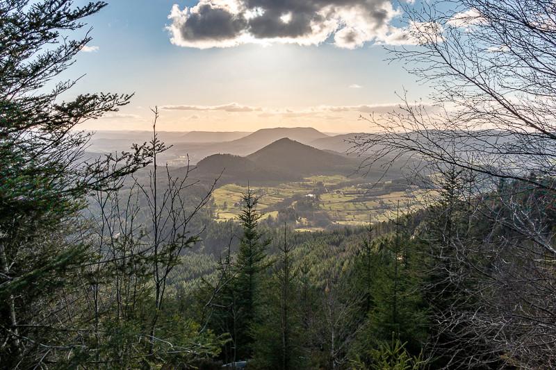 paysage de vallée et montagnes
