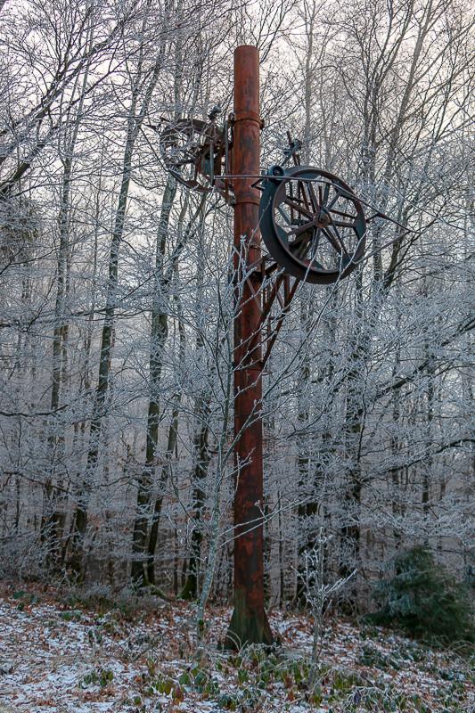 pylône de téléski dans la foret