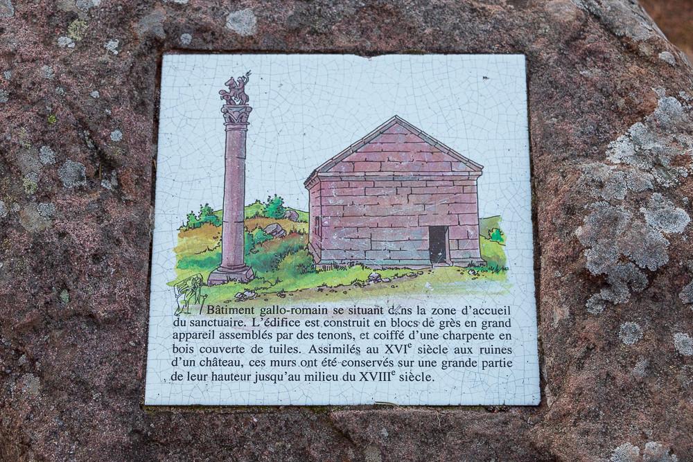 panneau explicatif concernant un temple gallo-romain