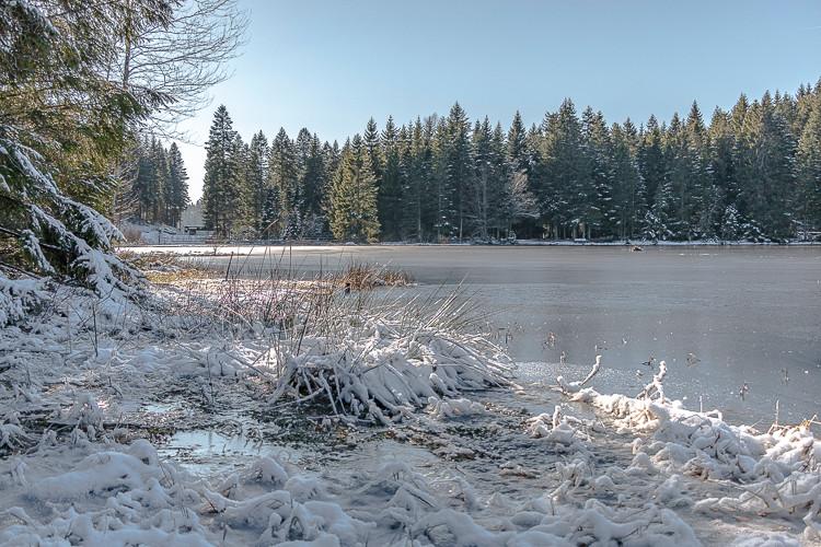 lac d'altitude gelé