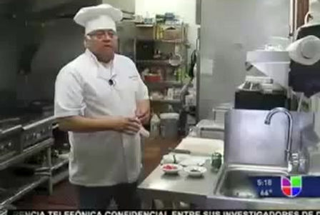 Chef Don Oscar preparando una rica Jalea Mixta para Univision