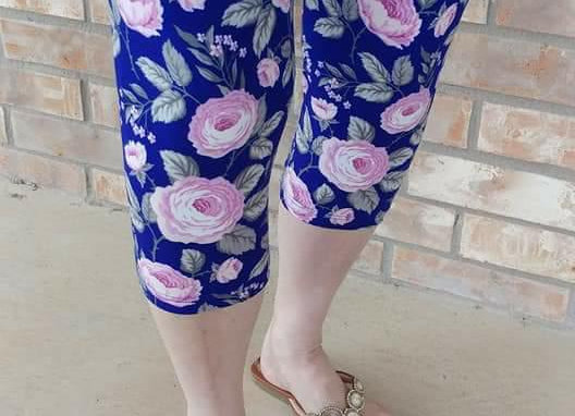 Pink Roses w/ Blue Background Capris