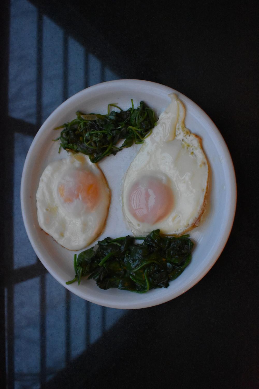 sunny-side up egg with sautéed spinach & arugula