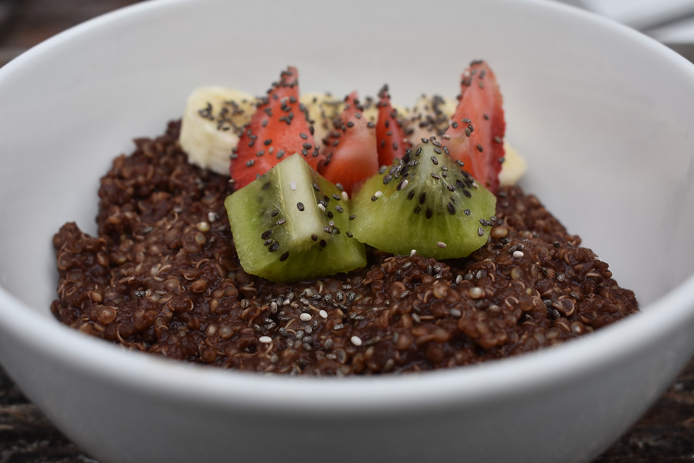 dark chocolate breakfast quinoa bowl