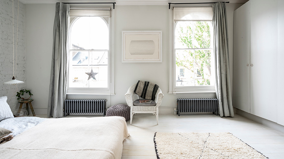Bisque_Classic_in_Anthracite_in_bedroom_