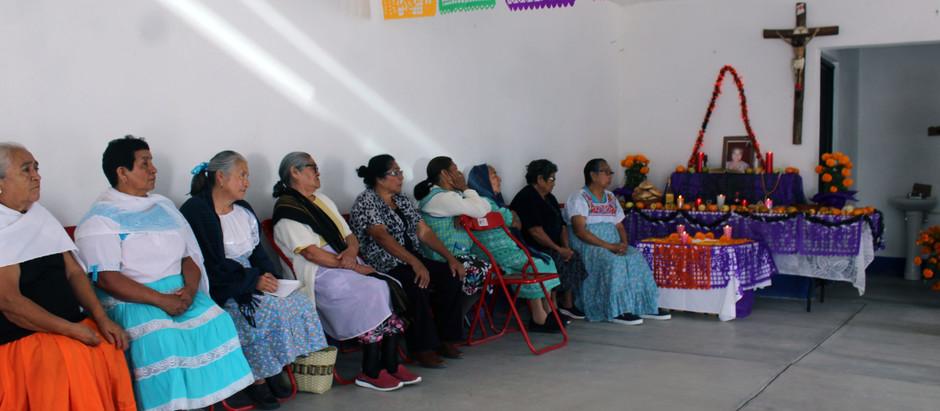 Las y los Adultos mayores del Municipio, mantienen vivas las tradiciones de nuestro país.