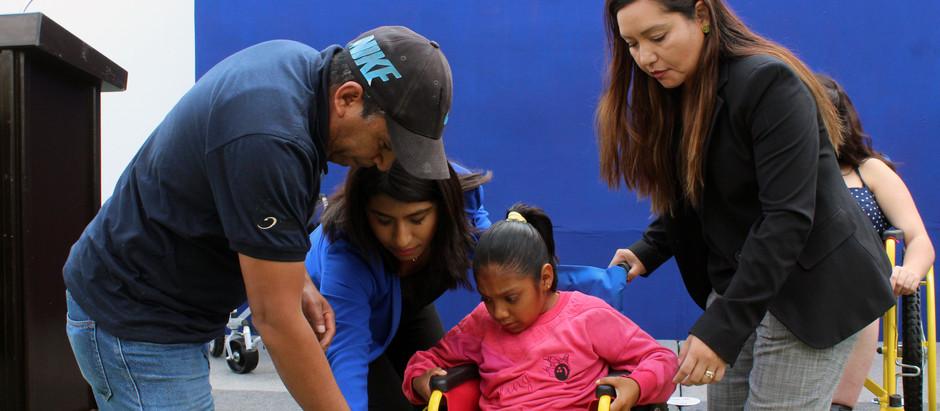 El Sistema Municipal DIF de El Marqués entregó aparatos ortopédicos a niños con discapacidad.