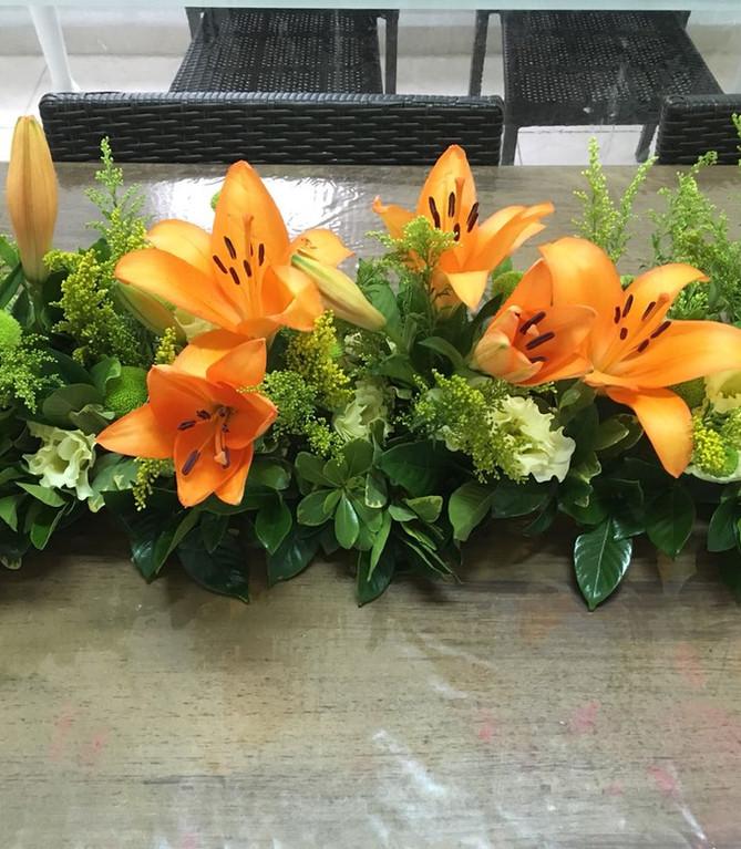 Arranjo flores para mesa posta