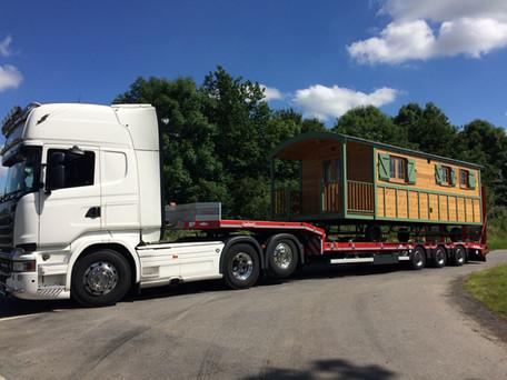 Low loader transport