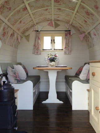 Dinette in Bow Top