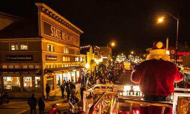 Waiting for Santa: Parade of Lights
