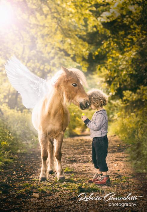 foto bimvbo e cavallo tagliata.jpg