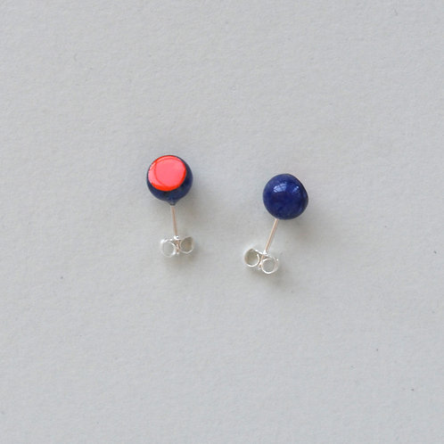 DIP DOT sodalite earstuds, red