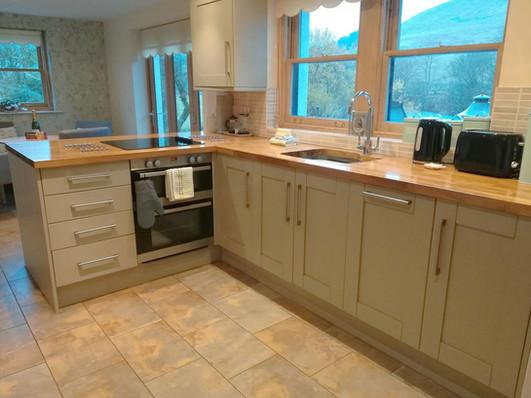 Cottage-kitchen-3.jpg