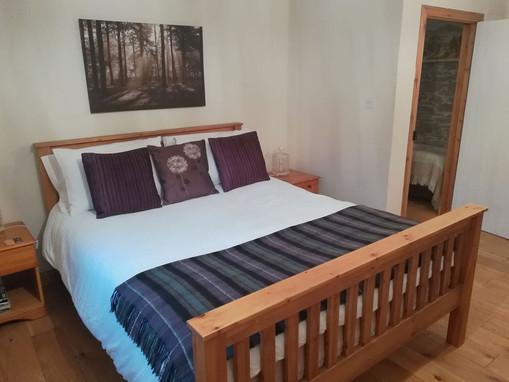 Cottage-bedroom-3.jpg