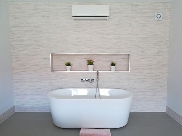 Barn-Conversion-Bedroom-Bath.jpg