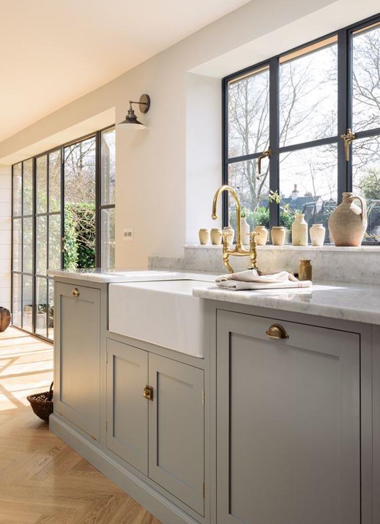 light modern shaker kitchen