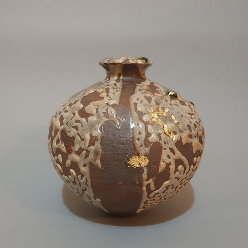 crawling shino vase