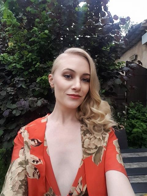 Lauren Sweetser - MUA Liz Bomben