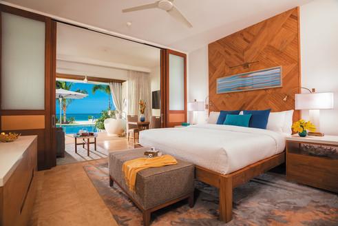 3-Beachfront Swim-up Honeymoon One-Bedro