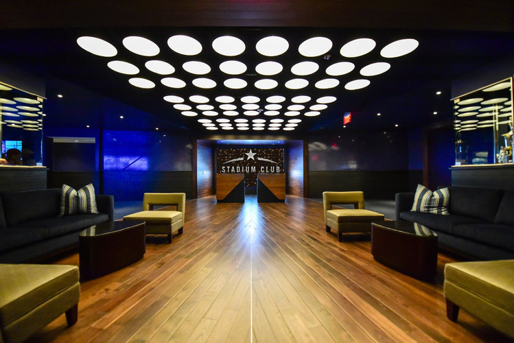 Stadium Club has a natural reception style set-up with two existing bars in the space and custom lighting, built-in TVs and audio capabilities. The 14,000 square foot space accommodates 600 guests and has a direct entrance into the Pro Shop that can be opened for a private shopping experience.