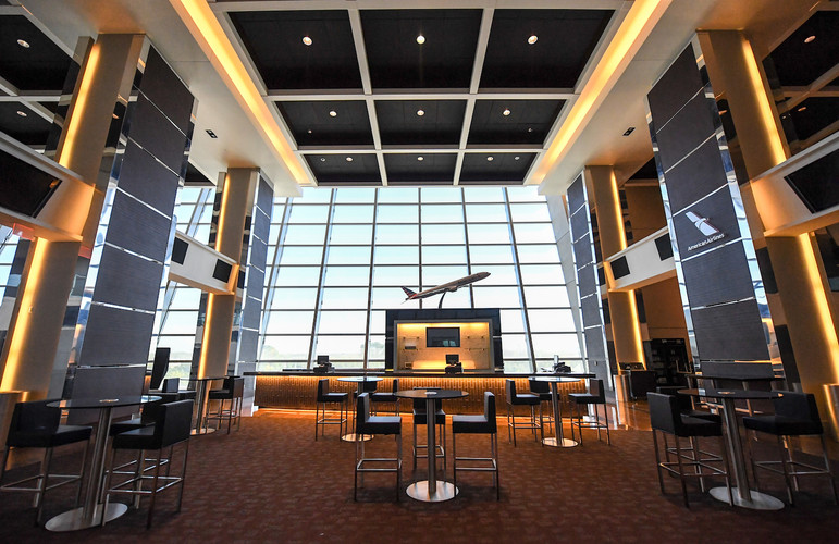 The prestigious American Airlines and Silver Level lounges are designed in a three-story open atrium space with astonishing outdoor views. These beautiful locations each offer more than 8,700 square feet of excellent traffic flow for groups up to 500. Each lounge is equipped with multiple LCD televisions and full audio capability.