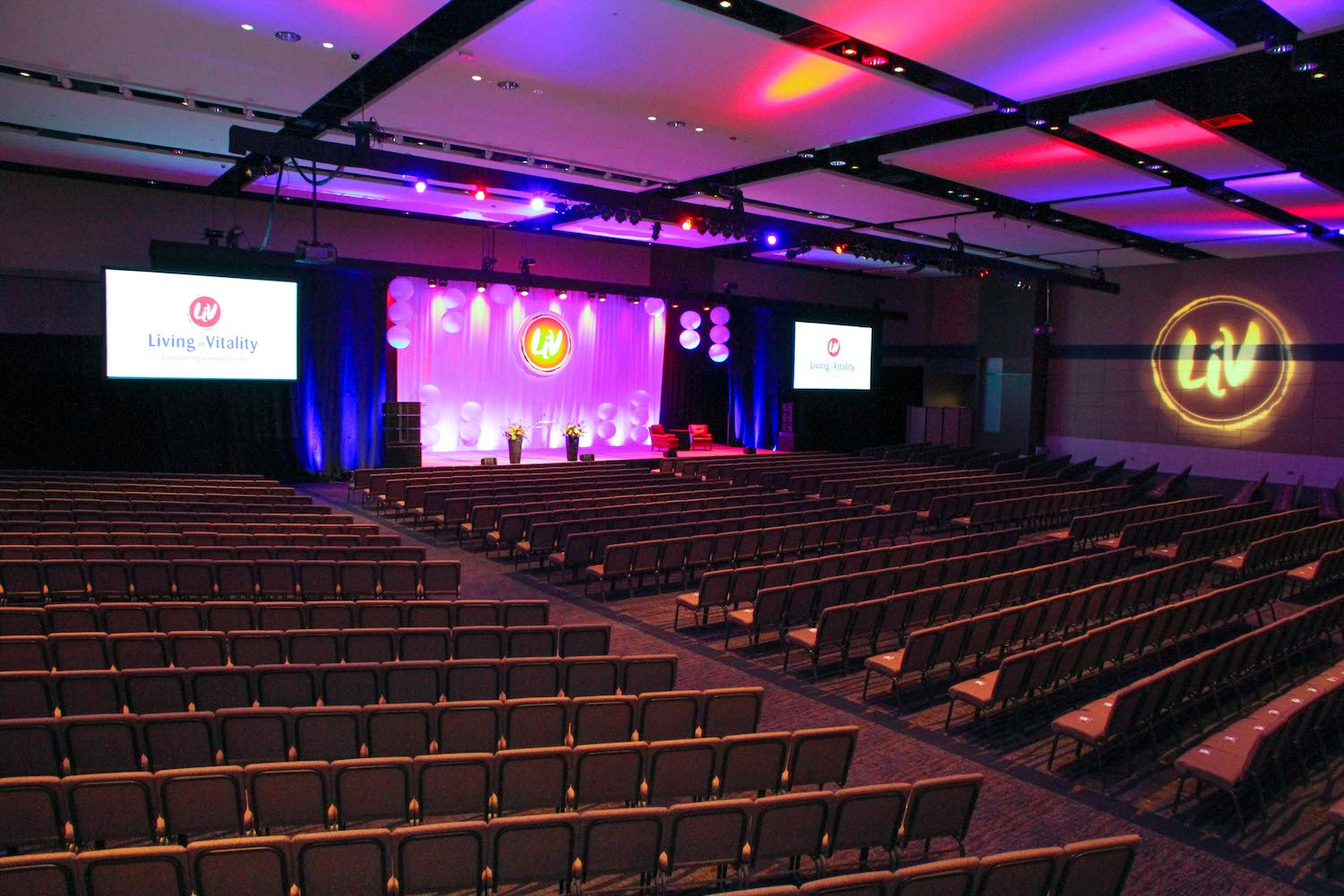 Host 1,800 theater-style in the convention center's spacious ballrooms.