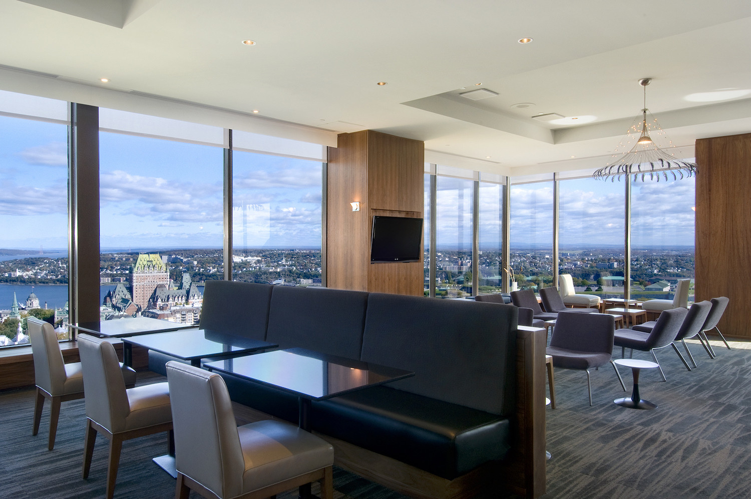 Panoramic executive lounge on the 23rd floor of the hotel.