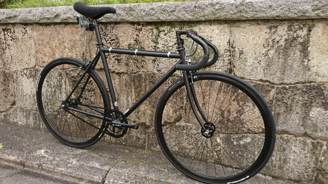 漆黒のピストバイクと言えば、