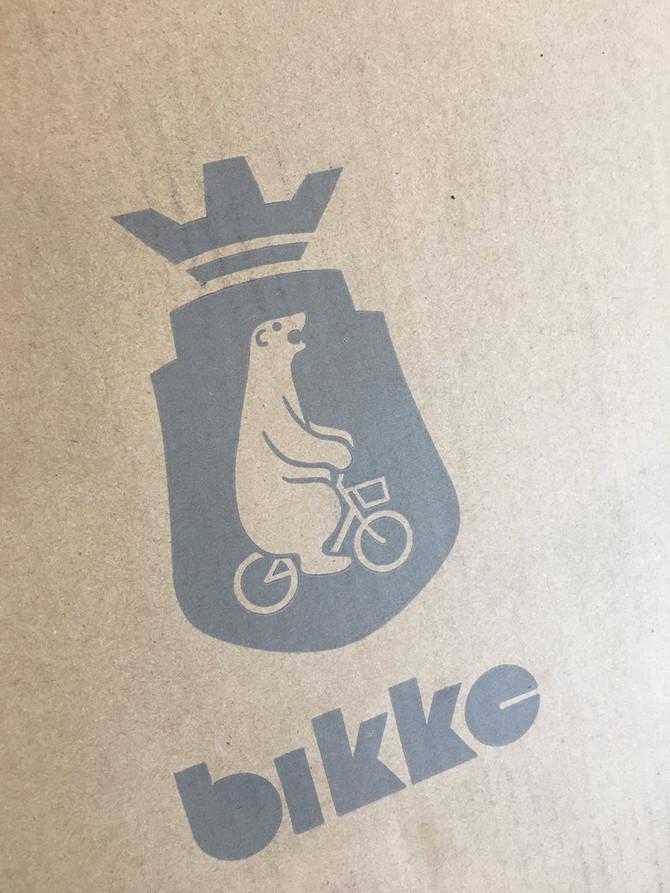 自転車に乗ったクマさんがマーク