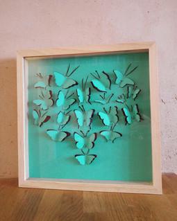 Cadre bois vitrine avec illustration en papier découpé
