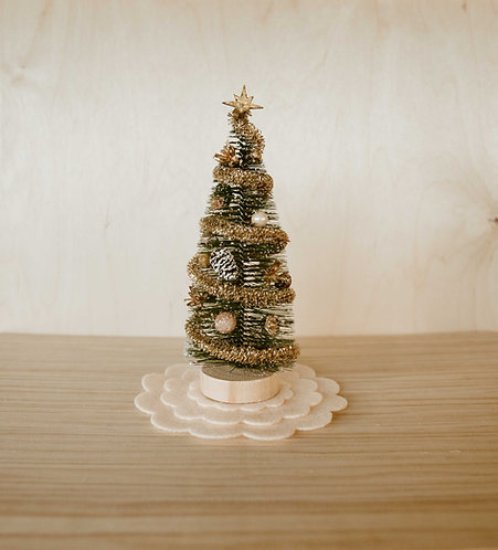 Traditional Christmas Tree with Skirt