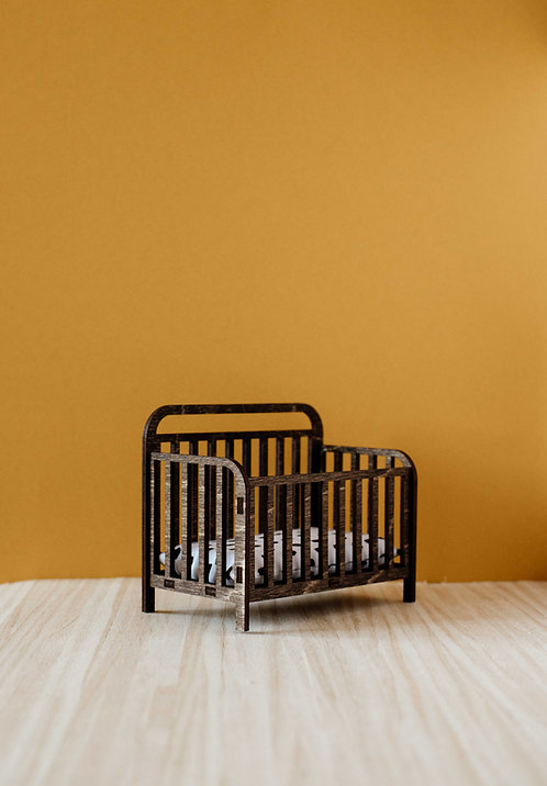 Rail Crib with Linens