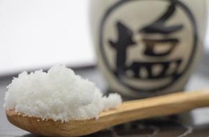 1. 塩で歯磨きすると効果あるの?