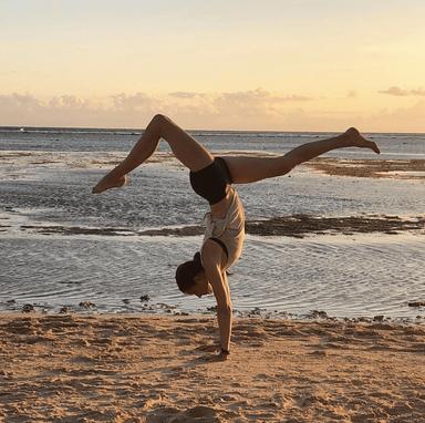 Anneriek Advanced Handstand