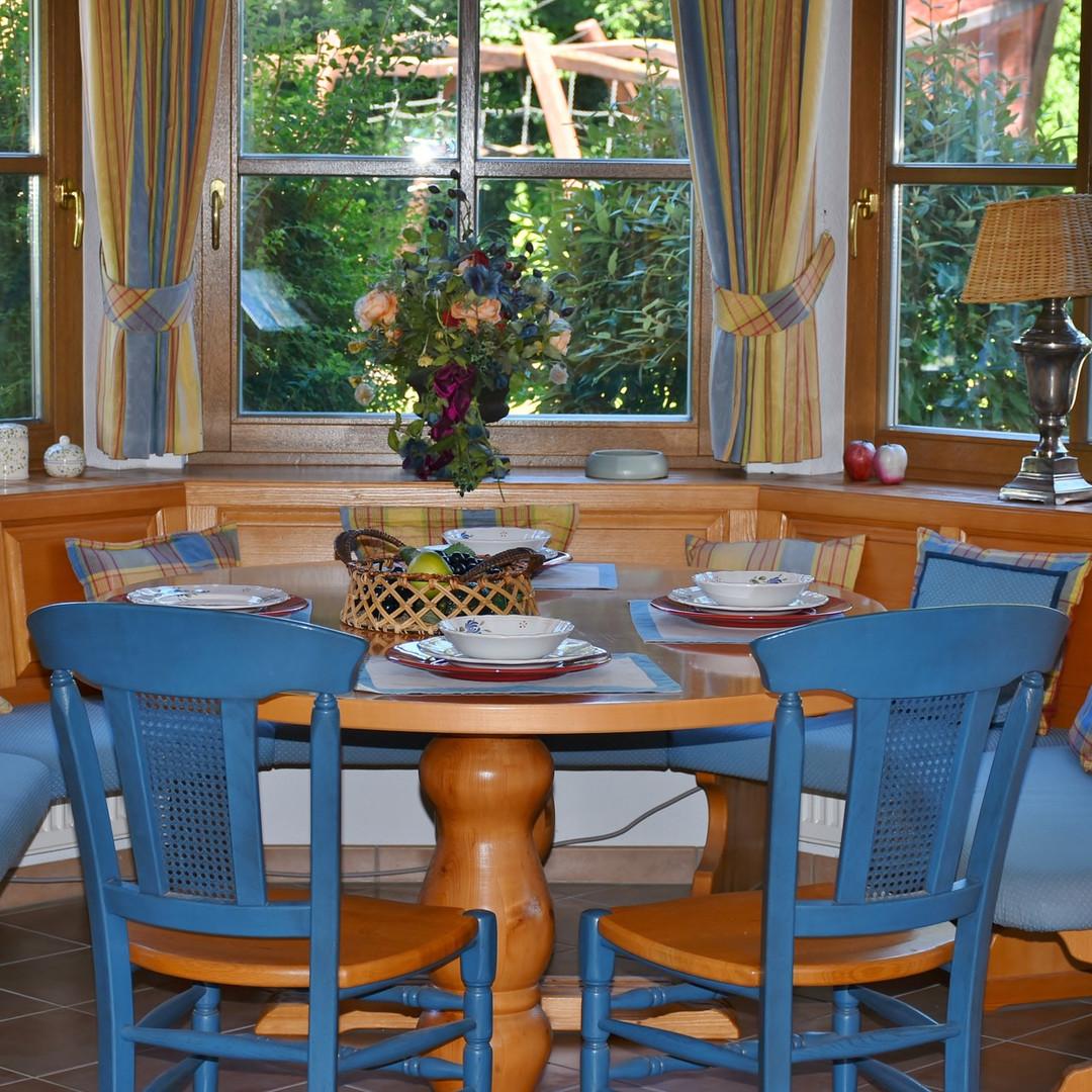dining-room-1476060_1920.jpg