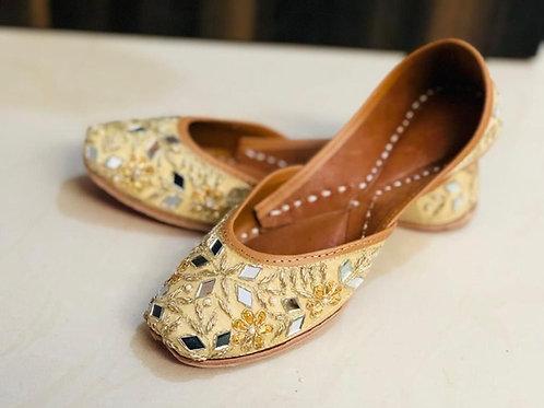 Punjabi geborduurde Jutti leren schoen geel
