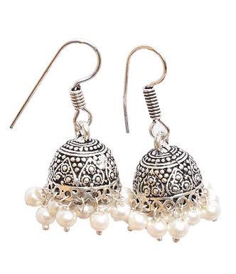 Zilveren rok oorhangers met pareltjes