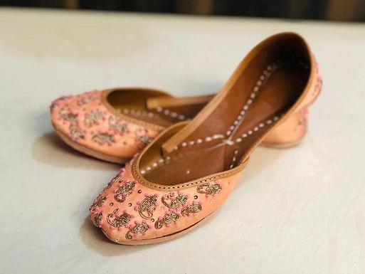 Punjabi geborduurde Jutti leren schoen zalm