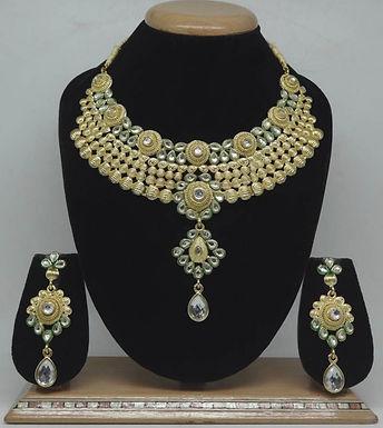 Goud kleurige hals ketting met oorbellen van zirkonia