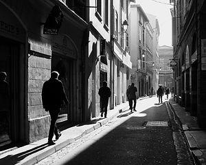 Rue ensoleillée