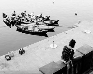 La jeune fille aux bateaux