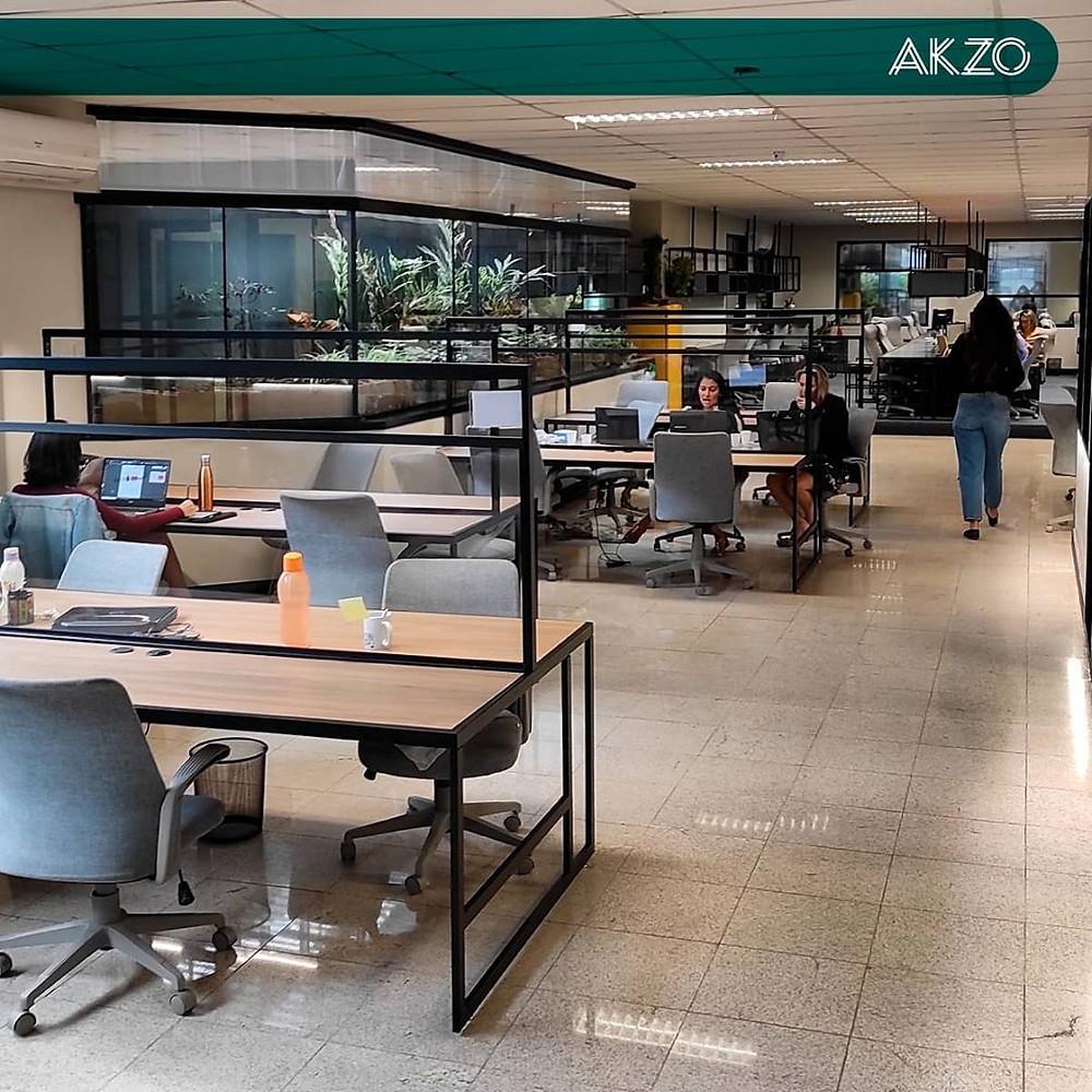 Parte interna, onde residentes ficam no AKZO Coworking.