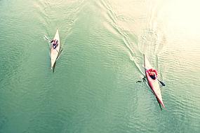 湖に人カヤックのハイアングル