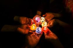 candles-in-dark-1706056_1280