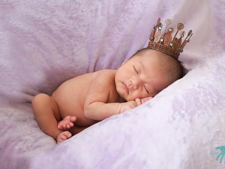 ニューボーンフォトが大人気!新生児でしか撮影できないポーズで