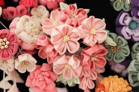 春に人気の桜は絹で