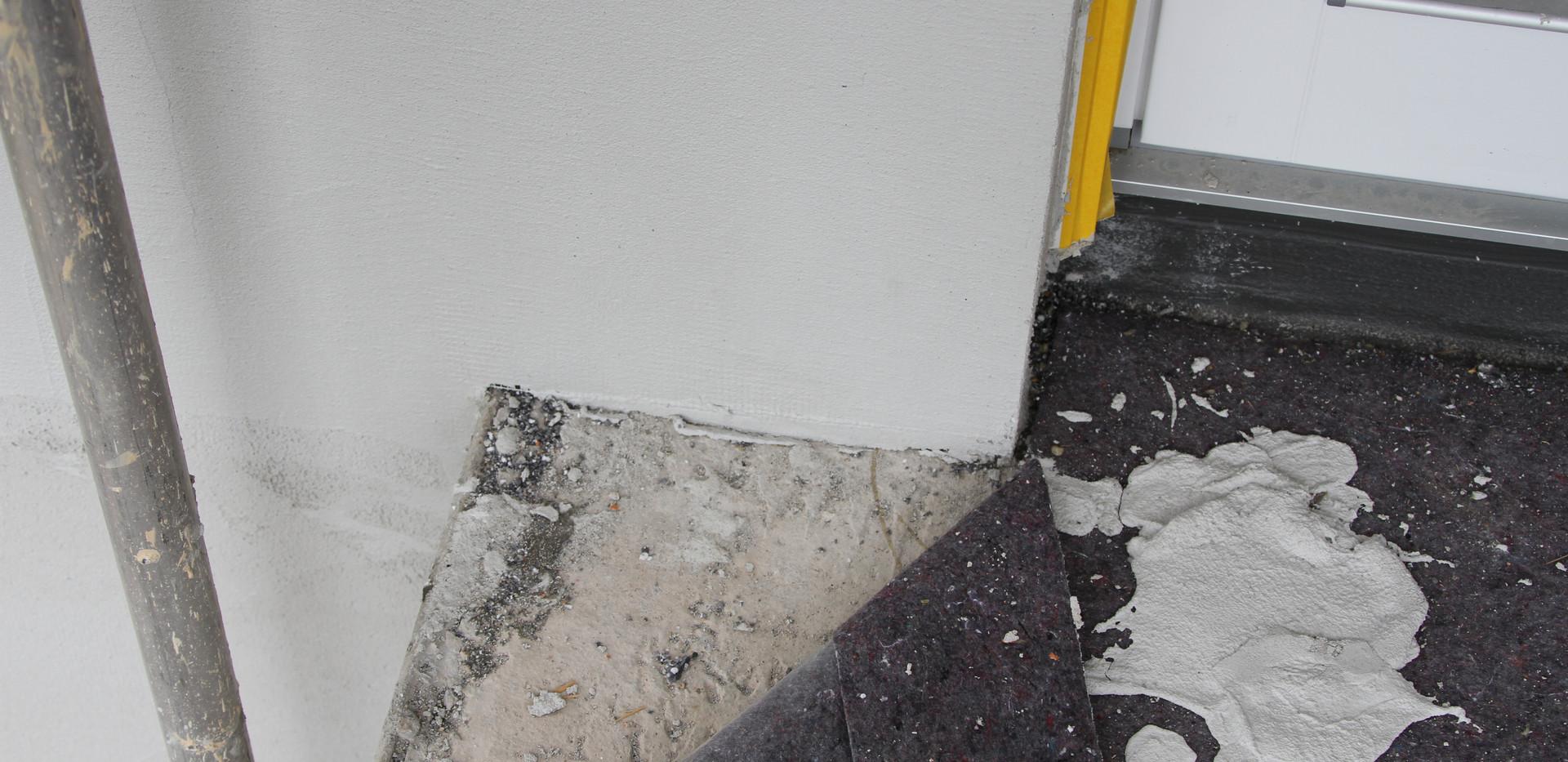 Mangelnde Gebäudeabdichtung hinter WDVS