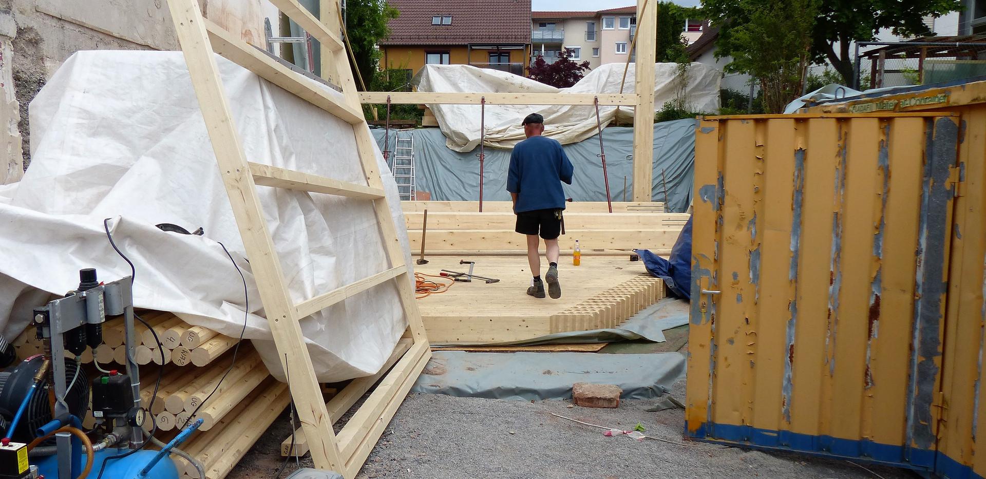 Bodenplatte und Kellerwände aus Holz