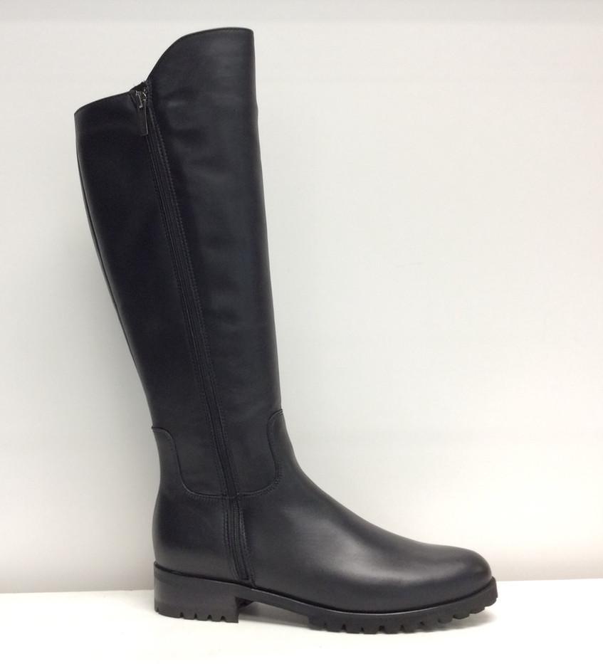 LC Susan-565 Black Leather.jpg